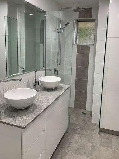 Phòng tắm có hai bồn rửa tiện lợi