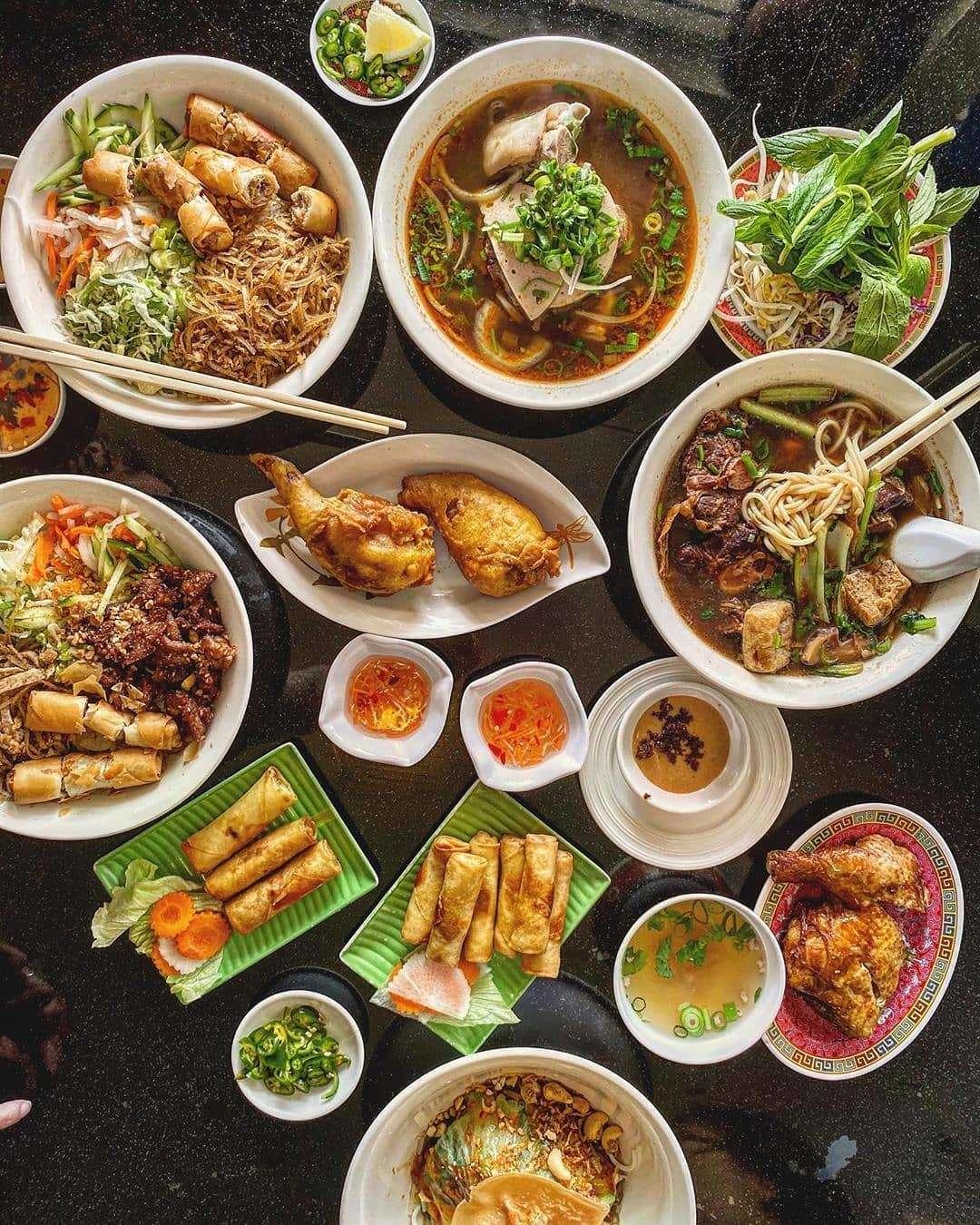 Nhà hàng Tra Vinh có các món ăn Việt phong phú