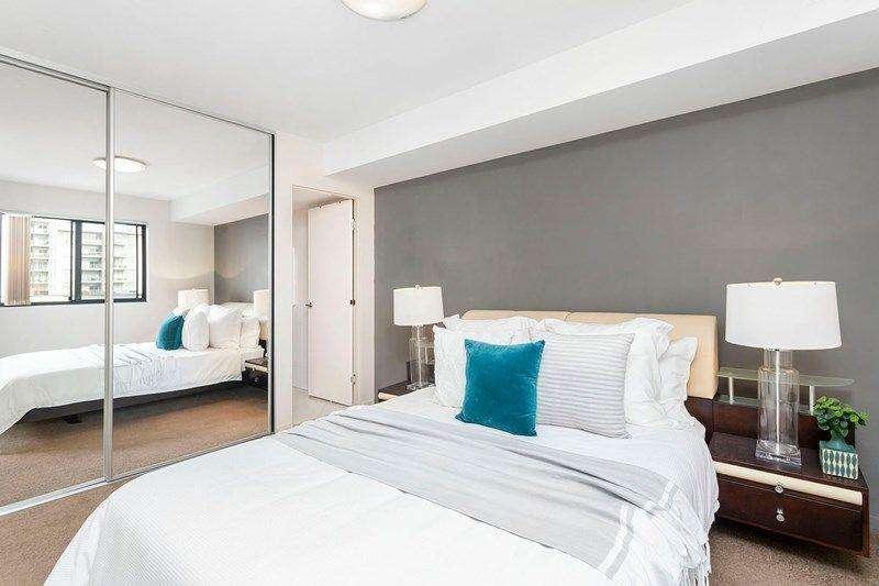 Phòng ngủ căn hộ rộng rãi