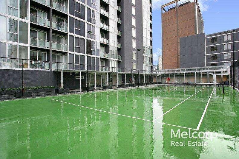 Tòa nhà có sân tennis giải trí