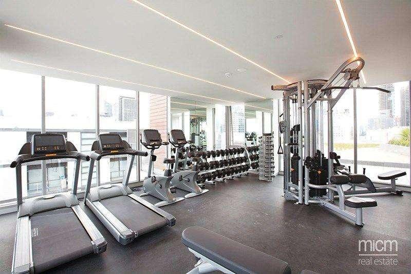 Phòng gym của tòa nhà đầy đủ thiết bị