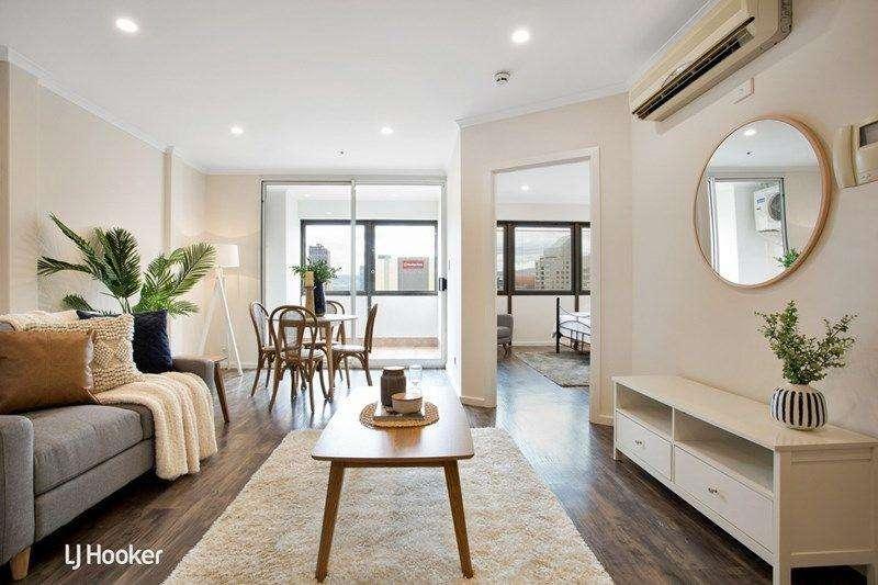 Phòng khách căn hộ chung cư xinh xắn không gian mở với bếp và bàn ăn