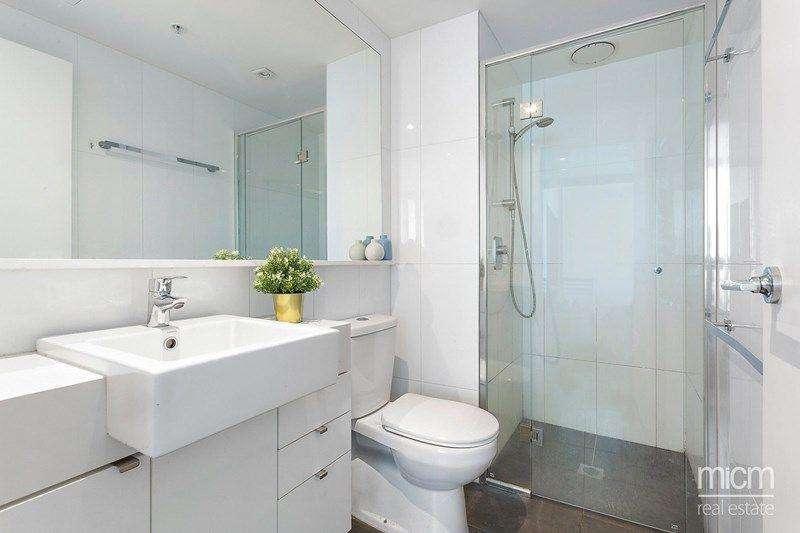Phòng tắm ốp gạch sàn và tường