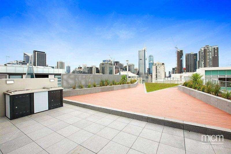 Sân thượng tòa nhà thư giãn có thể làm nơi nướng BBQ