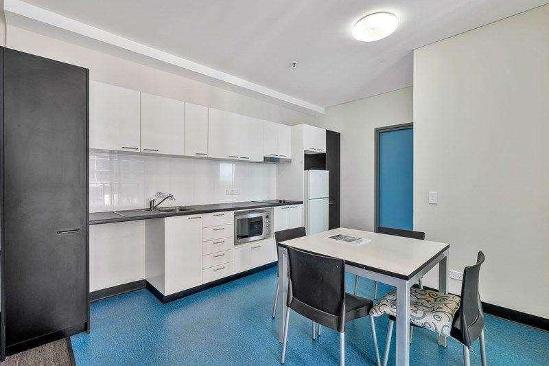 Tủ bếp nhiều ngăn để chứa được nhiều đồ dùng hơn