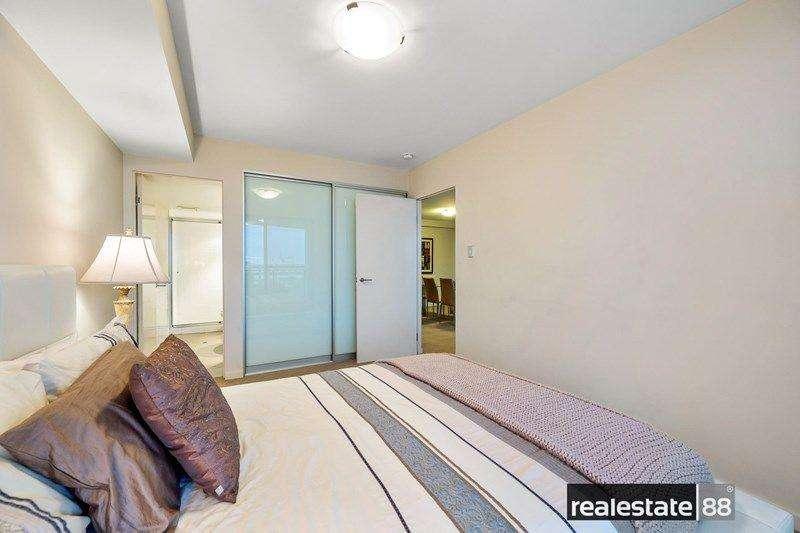 Phòng ngủ chính có phòng tắm riêng