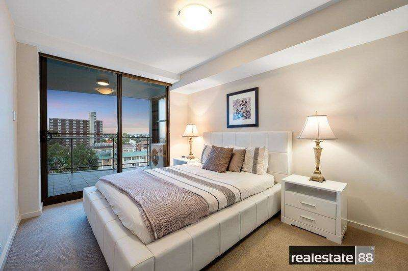 Phòng ngủ cũng kết nối với ban công