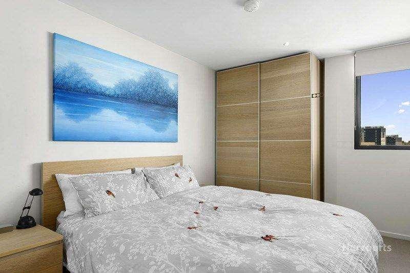 Phòng ngủ rộng rãi có phòng thay đồ