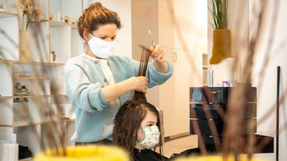 Các chứng chỉ và trường đào tạo nghề cắt tóc ở Úc