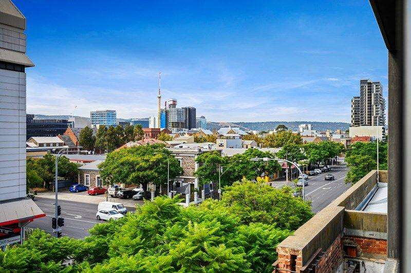 Góc nhìn từ ban công của chung cư ở Adelaide