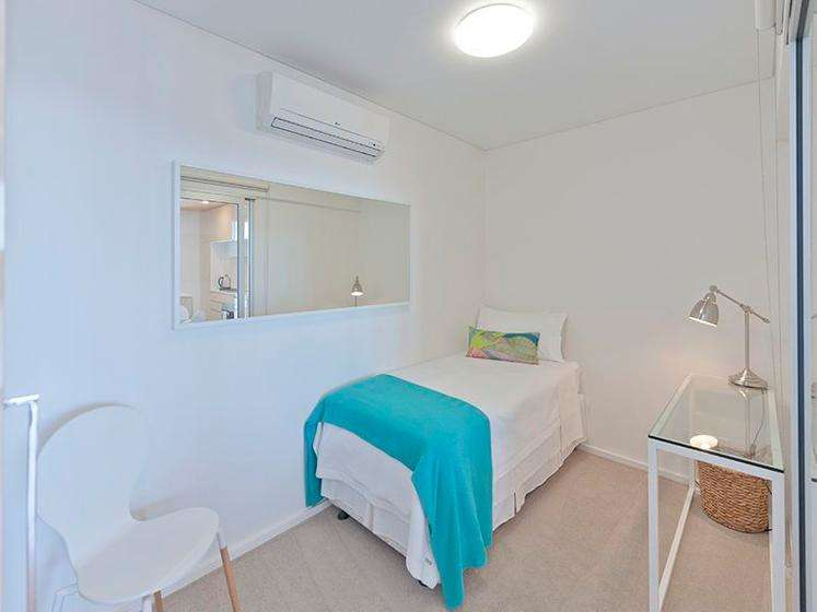 Phòng ngủ thứ hai của căn hộ chung cư ở Adelaide