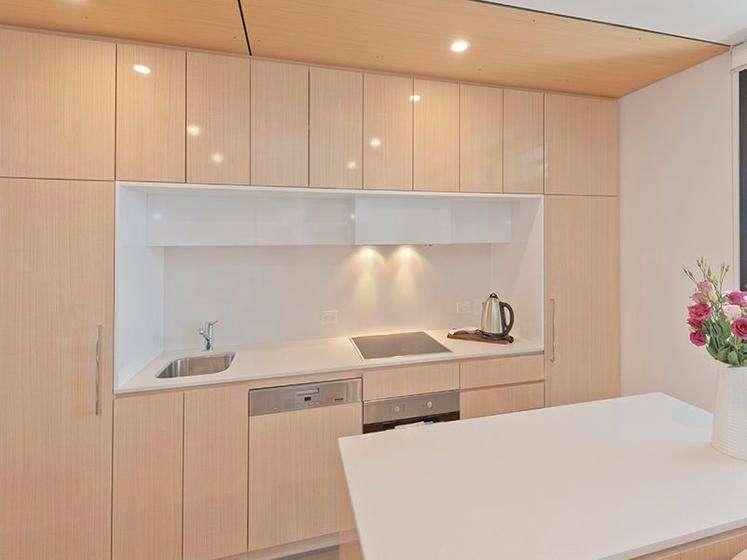 Tủ bếp gỗ nhẹ nhàng tạo cảm giác ấm cúng