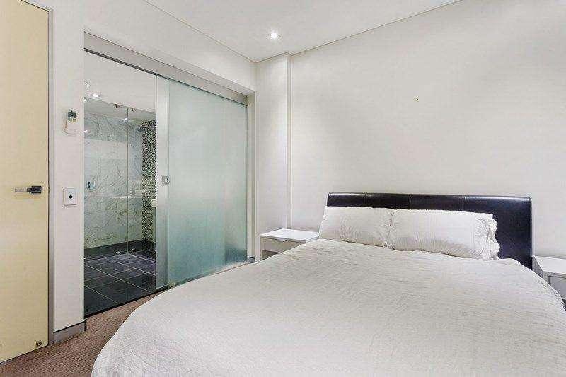 Phòng ngủ thứ hai cũng có phòng tắm khép kín