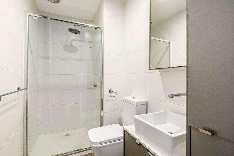 Phòng tắm ở giữa hai phòng ngủ thuận tiện sinh hoạt