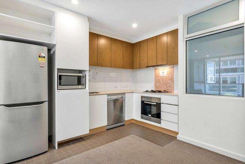 Bếp đầy đủ trang thiết bị hiện đại, có máy rửa bát