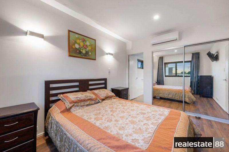 Phòng ngủ chính có phòng tắm khép kín