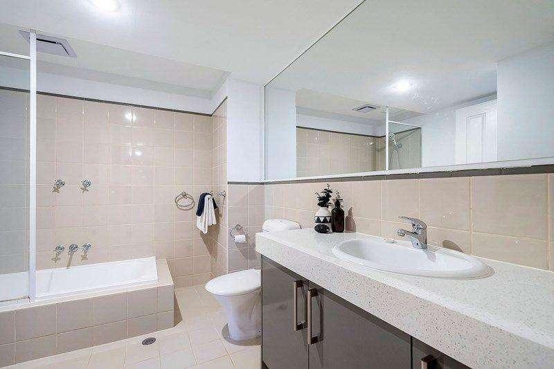 Phòng tắm có bồn tắm
