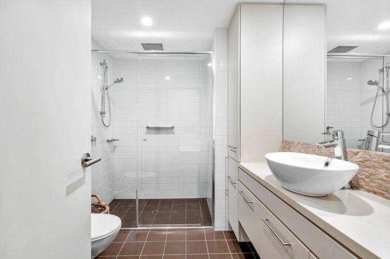 Phòng tắm của chung cư cũng khá lớn