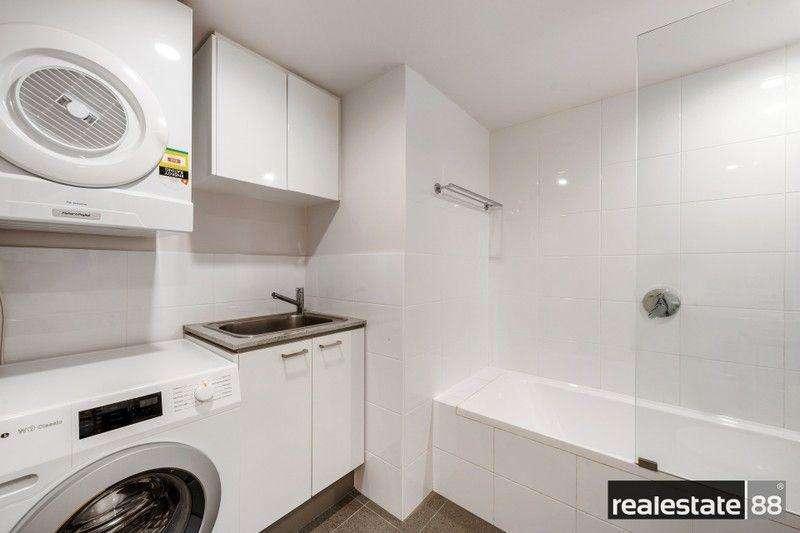 Phòng tắm thứ 2 của chung cư có bồn tắm kiêm luôn phòng giặt là