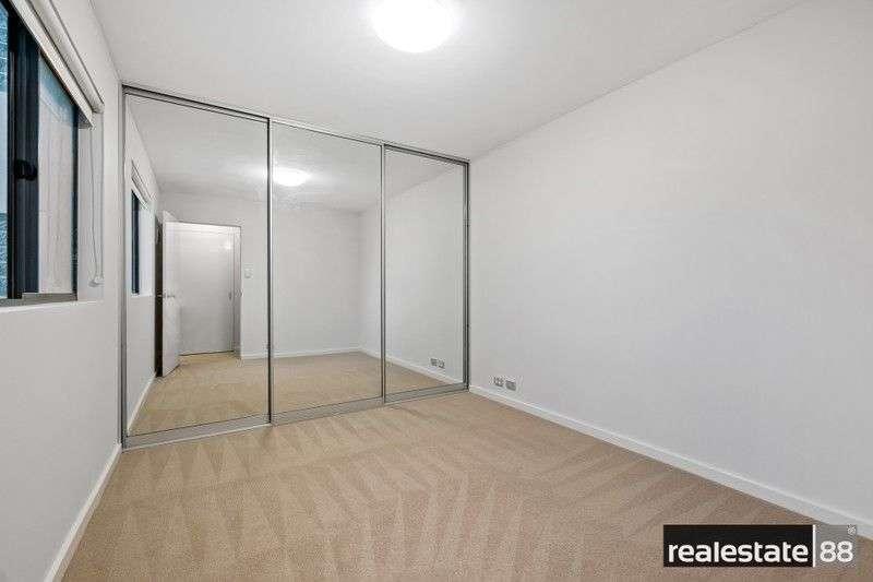 Phòng ngủ thứ hai của chung cư cũng khá rộng rãi
