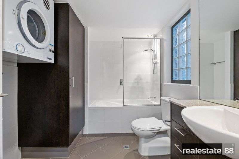 Phòng tắm thứ hai của chung cư kết hợp làm phòng giặt là
