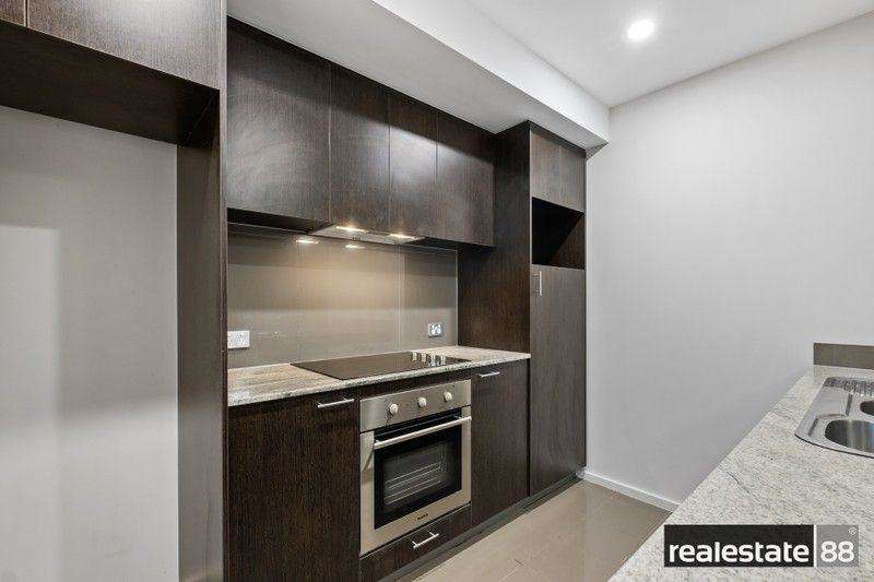 Tủ bếp bằng gỗ đen sang trọng